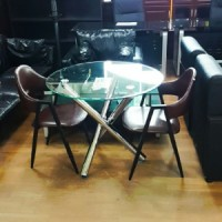 유리 원형 테이블
