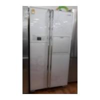 689 리터 양문형 냉장고 / LG